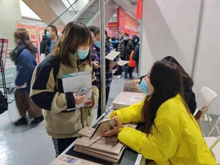 艺术与传媒学院参加湖北省艺考招生咨询会工作